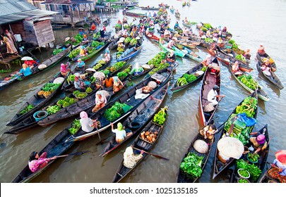 Banjarmasin, South Kalimantan, Indonesia (11/16/2011), People in Banjarmasin using Mahakam River   as a medium of floating market, a market where goods are sold from boats.