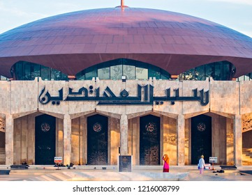 Banjarmasin, South Kalimantan, Indonesia : Sabilal Muhtadin Mosque, the biggest mosque in the city, moslem from around the city come to the mosque for praying (06/2011).