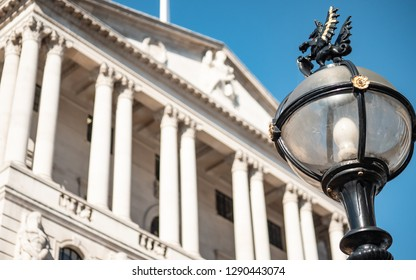 Bank of England, London. Street lights found in the financial City of London district, complete with mounted emblematic Dragon, set against the facade of the Bank of England in the background.