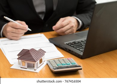 Bank officer calculate interest rates home loan monthly for buyer