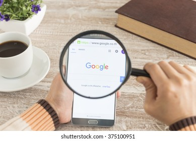 BANKKOK, THAILAND - FEBRUARY 11,2016: Human hands using a smartphone notes 5 show Google search.