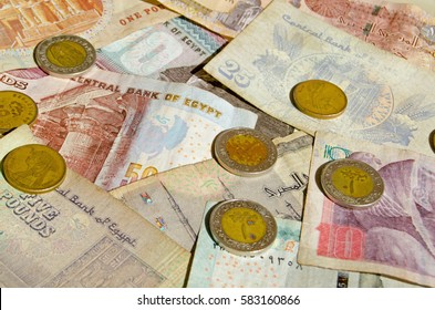 Banknotes and coins from Egypt.