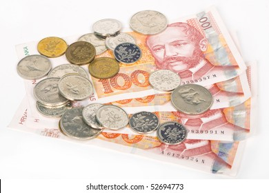 Banknotes of hundred Croatian kuna and few different coins