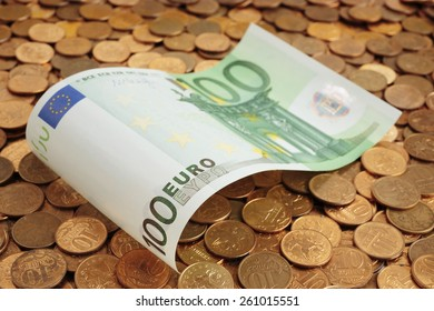 Banknotes of one hundred euros on coins