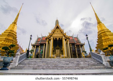 Bankok,Thailand- 11July 2016 : Foriegn tourist was ake picture at Prakeaw temple : this temple was popular at traveller because it's very beautyfull