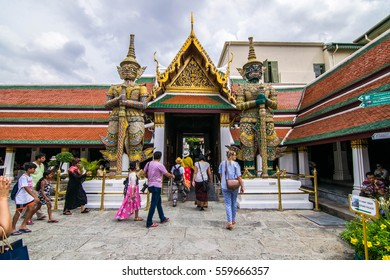 BANKOK,Thailand-11 July 2016 : Prakeaw temple are place most popular in foreign tourists . This place has   giant statue for symbol : green and golden giant statue