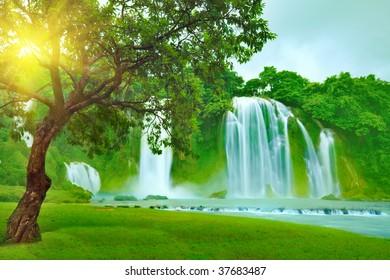 Banyue or Ban Gioc waterfall along Vietnamese and Chinese board.