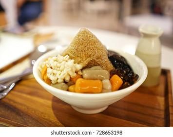 Bao Bing (Taiwanese shaved ice dessert)
