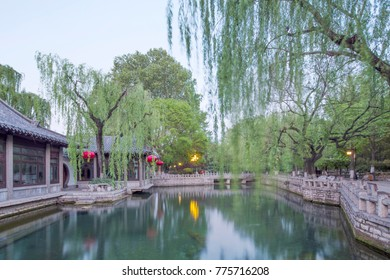 The Baotu Spring(or spouting spring) is a culturally significant artesian karst spring located in the city of Jinan,Shandong,China.