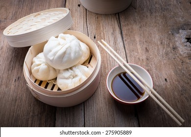 baozi chinese dumplings on bamboo steamer