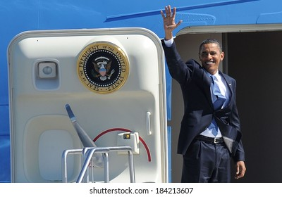 Barack Obama at a public appearance for US President Barack Obama Visits Albany in Upstate New York, Air Force One at Albany International Airport, Albany, NY September 21, 2009