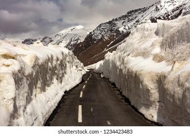 baralacha pass surrounded by heavy snow on the way to ladakh J&K India