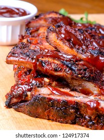Barbecued ribs with sauce