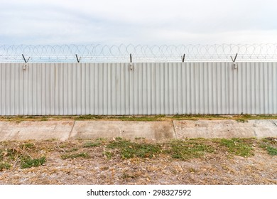 Barbed fence for authorized and protect (have three lamp)