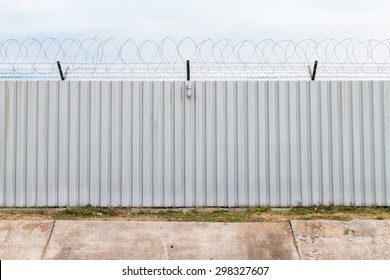 Barbed fence for authorized and protect (have one lamp)