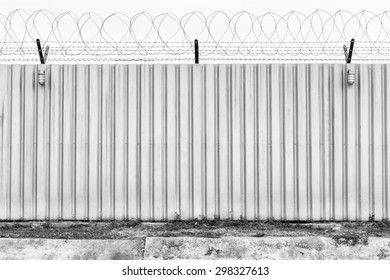 Barbed fence for authorized and protect (have two lamp)
