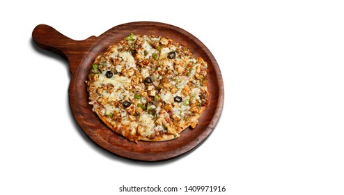 Barbeque Paneer Pizza or paneer pizza serve on wooden pan or indian pizza chees pizza