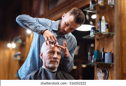 Barber cutting forehead hair with special knife
