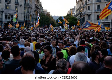 Barcelona, 20/09/2017 People go to the streets to demonstrate against Spanish government decision of arresting politicians. Thousands of people are waving independentist flags and symbols of democracy