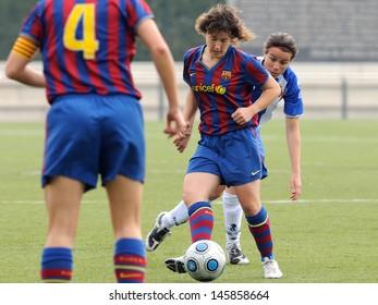 BARCELONA - APR 18: F.C Barcelona women's football team play against RCD Espanyol on April 18, 2010 in Barcelona, Spain. Superliga (Women's Football Spanish League) match.