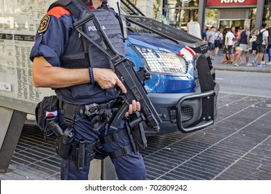 BARCELONA, CATALONIA, SPAIN - AUGUST, 24, 2017. Les Rambles de Catalunya. Police man with a fusil protecting Barcelona's Rambla after the terrorist attack.