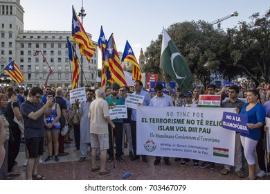 "Barcelona, Catalonia, Spain - August, 26,2017. Crowd manifesting at plaza catalunya ""I'm not afraid"" . Manifestation for terrorist attacks. Independentist catalan flag and pakistan flag."