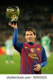 BARCELONA - JAN 15: Leo Messi holds up his Golden ball, before the Spanish league match between Barcelona and R Betis at the Camp Nou stadium on January 15, 2012 in Barcelona, Spain