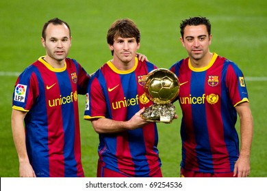 BARCELONA - JANUARY 12: Iniesta, Leo Messi and Xavi offering the Gold Ball Award to the soccer supporters of Football Club Barcelona. January 12, 2011 in Nou Camp stadium, Barcelona (Spain).