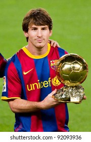 BARCELONA - JANUARY 12: Lionel Messi shows the FIFA World Player Gold Ball Award to the soccer supporters of Football Club Barcelona, on January 12, 2011 in Nou Camp stadium, Barcelona, Spain.