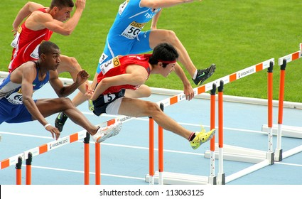 BARCELONA- JULY, 10: Shunya Takayama(R) of Japan during 110m men hurdles event of the 20th World Junior Athletics Championships at the Olympic Stadium on July 10, 2012 in Barcelona, Spain