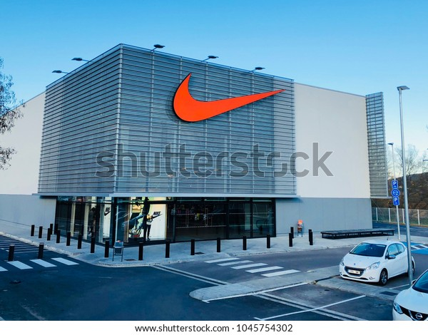 Porque Diversidad Perversión  Barcelona Mar 13 Nike Store La Stock Photo (Edit Now) 1045754302