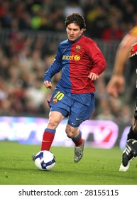 BARCELONA - MARCH 7: Leo Messi of FC Barcelona controls the ball during Spanish soccer league match between FC Barcelona and Athletic Bilbao at Nou Camp stadium March 7, 2009 in Barcelona, Spain.