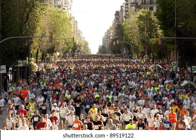 BARCELONA - MAY, 6: Runners on Cursa de El Corte Ingles, the second most popular race in the world, on Barcelona streets on May 6, 2007 in Barcelona, Spain