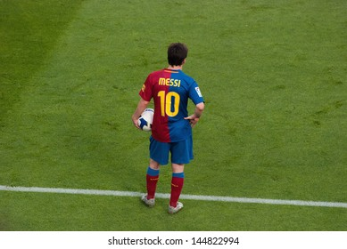 BARCELONA - MAY 9: Lionel Messi with the ball on May 9, 2009 in Barcelona, Spain. F.C Barcelona against Villarreal, match of the Spanish league La Liga (LFP).