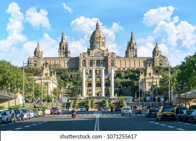 Nationalmuseum Barcelona (Museu Nacional d'Art de Catalunya) in der Nähe der Plaza de Espagna, Barcelona, Spanien.
