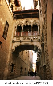 Barcelona: neogothic bridge at Carrer del Bisbe (Bishop Street), near Placa del Rei and Placa Sant Jaume, in the heart of Barri Gotic (Gothic Quarter). Barcelona, Catalonia, Spain
