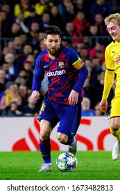 BARCELONA - NOV 27: Lionel Messi plays at the Champions League match between FC Barcelona and Borussia Dortmund at the Camp Nou Stadium on November 27, 2019 in Barcelona, Spain.