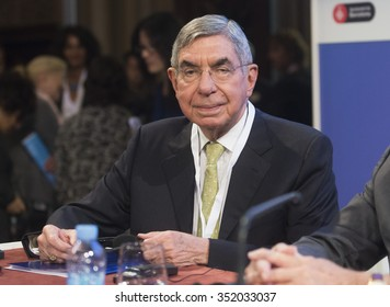 BARCELONA - NOVEMBER 13: Nobel Peace Prize in 1987 Oscar Arias speaking at the 15th World Summit of Nobel Peace Laureates on November 13, 2015, Barcelona, Spain.