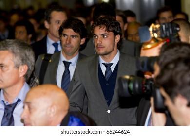 BARCELONA - NOVEMBER 28: Pedro Leon, player of Real Madrid C. F., arrives at Barcelona Airport. November 28, 2010 in Barcelona (Spain).