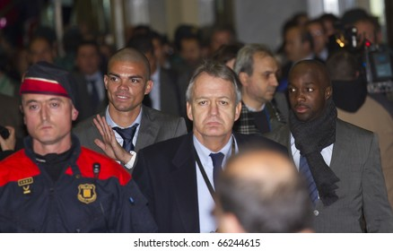 BARCELONA - NOVEMBER 28: Pepe (left) and Lass Diarra (right), players of Real Madrid C. F., arrive at Barcelona Airport. November 28, 2010 in Barcelona (Spain).