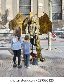 BARCELONA - OCT 16, 2014: Live statue art and spectators in the famous La Rambla Boulevard in Barcelona, Spain
