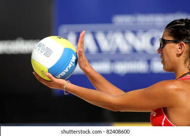 BARCELONA - SEPT, 10: Spanish beach Volley player Ester Ribera serves during a match of the Swatch FIVB Beach Volley World Tour'09 at monjuich September 10, 2009 in Barcelona, Spain