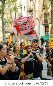 BARCELONA - SEPT. 11: Students demonstrate at National Day of Catalonia September 11, 2009 in Barcelona, Spain, Catalonia