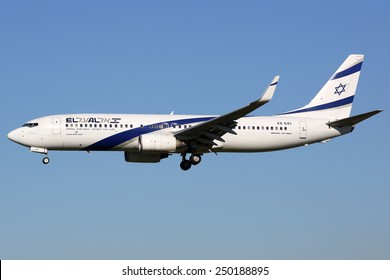 BARCELONA, SPAIN - DECEMBER 11:  An EL AL Israel Airlines Boeing 737 approaching on December 11, 2014 in Barcelona. EL AL is the flag carrier from Israel with headquarters at Ben Gurion Airport.