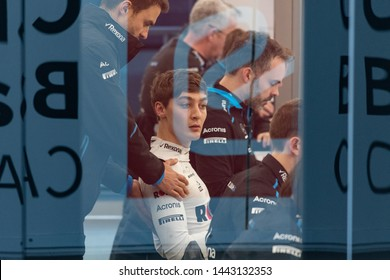 Barcelona, Spain. Feb 20th, 2019 - George Russel from Great Britain with (63) Rokit Williams Racing at debrief during Formula 1 Test at Circuit de Catalunya.