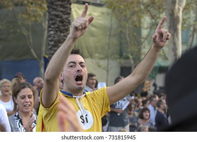 BARCELONA, SPAIN – OCTOBER 10, 2017: Catalans at the Arco de Trionfo, waiting for the Catalan President Carles Puigedemont's possible declaration of independence