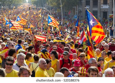 BARCELONA, SPAIN - SEPTEMBER 11, 2014: People at  rally to 300th anniversary of  loss of independence of Catalonia  in Barcelona