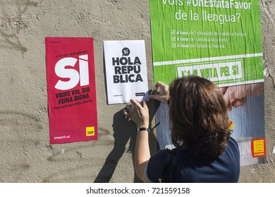 BARCELONA, SPAIN - SEPTEMBER 24, 2017. Catalan nationalists are hanging propaganda about Catalan Referendum on the streets of Barcelona on September 24, 2017