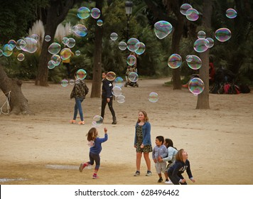 BARCELONA/SPAIN - 19 APRIL 2017: Childrean playing with big soap bubbles in Barcelona's Ciutadella park. Credit: Dino Geromella