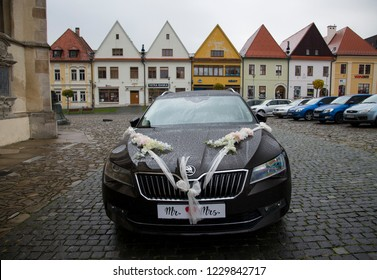 BARDEJOV / SLOVAKIA - OCTOBER 27, 2018: Wedding car on Historic old square in Unesco town Bardejov
